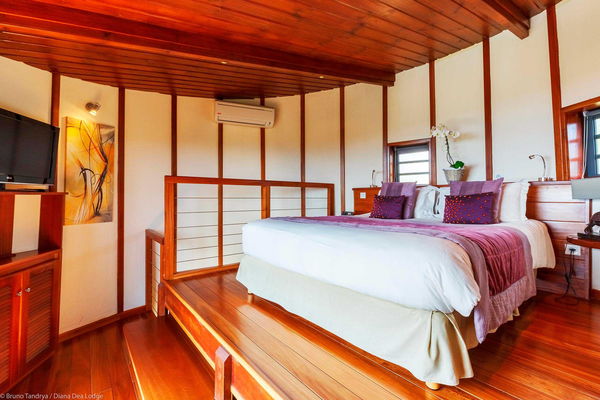 HOCHZEITSSUITE Hôtel Diana Dea Lodge - Whirlpool im wohnzimmer